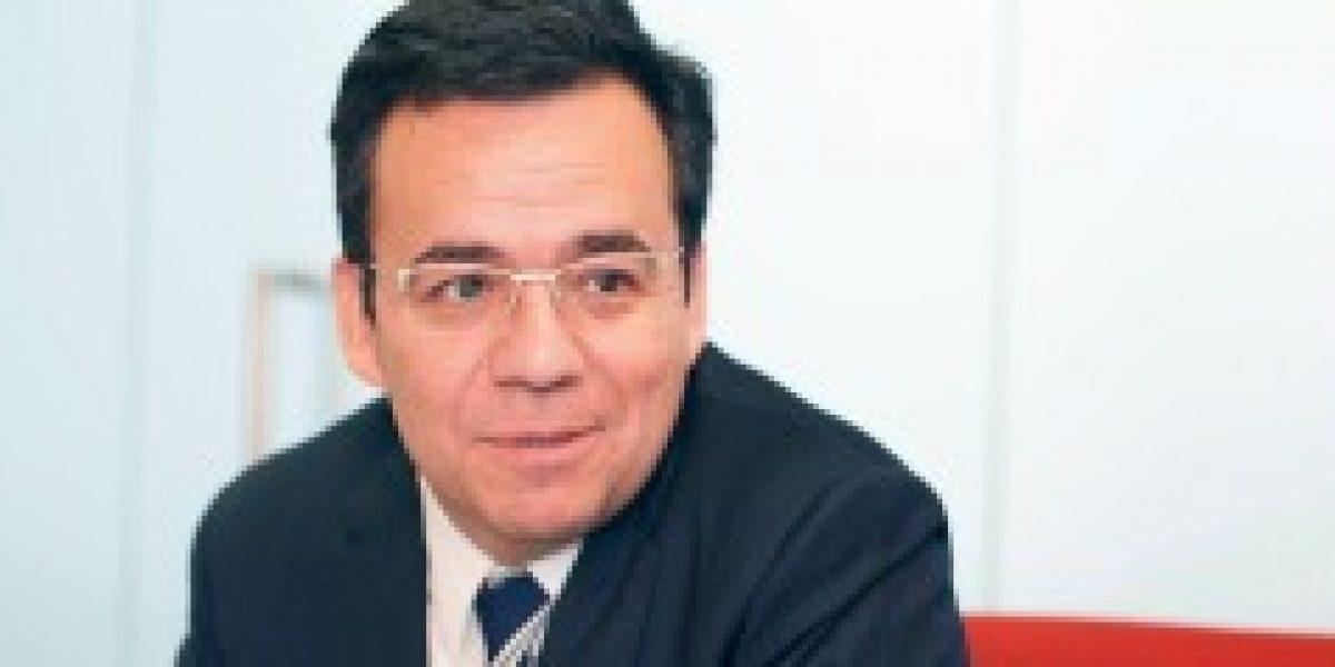 Ministro Céspedes destaca potencialidad de Chile en áreas estratégicas como energía solar y turismo