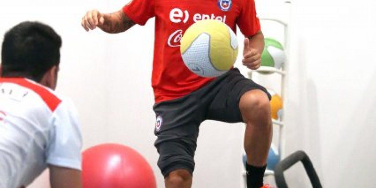 Hinchas de la Roja tampoco quieren a Valdivia como titular en la selección