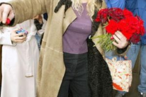Love también confiesa que ella tuvo una fuerte discusión de pareja con Kurt, debido al tema. Foto:Getty Images. Imagen Por: