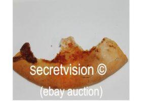 Los que vendieron el pedazo de pizza que se comió Tomlinson en eBay (y el que la compró) Foto:eBay. Imagen Por: