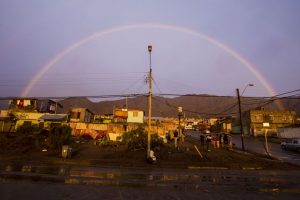 Héroes anónimos que no sólo se dedicaron a ayudar a las personas en la tragedia que afecta a las regiones de Atacama y Antofagasta, han sido constantemente destacadas a través de las redes sociales. Foto:ATON CHILE. Imagen Por: