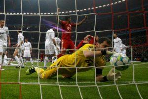 Durante la pasada Copa del Mundo, Iker Casillas cometió graves errores que llegaron a plantear la pregunta sobre si debía continuar jugando fútbol. Foto:Getty Images. Imagen Por:
