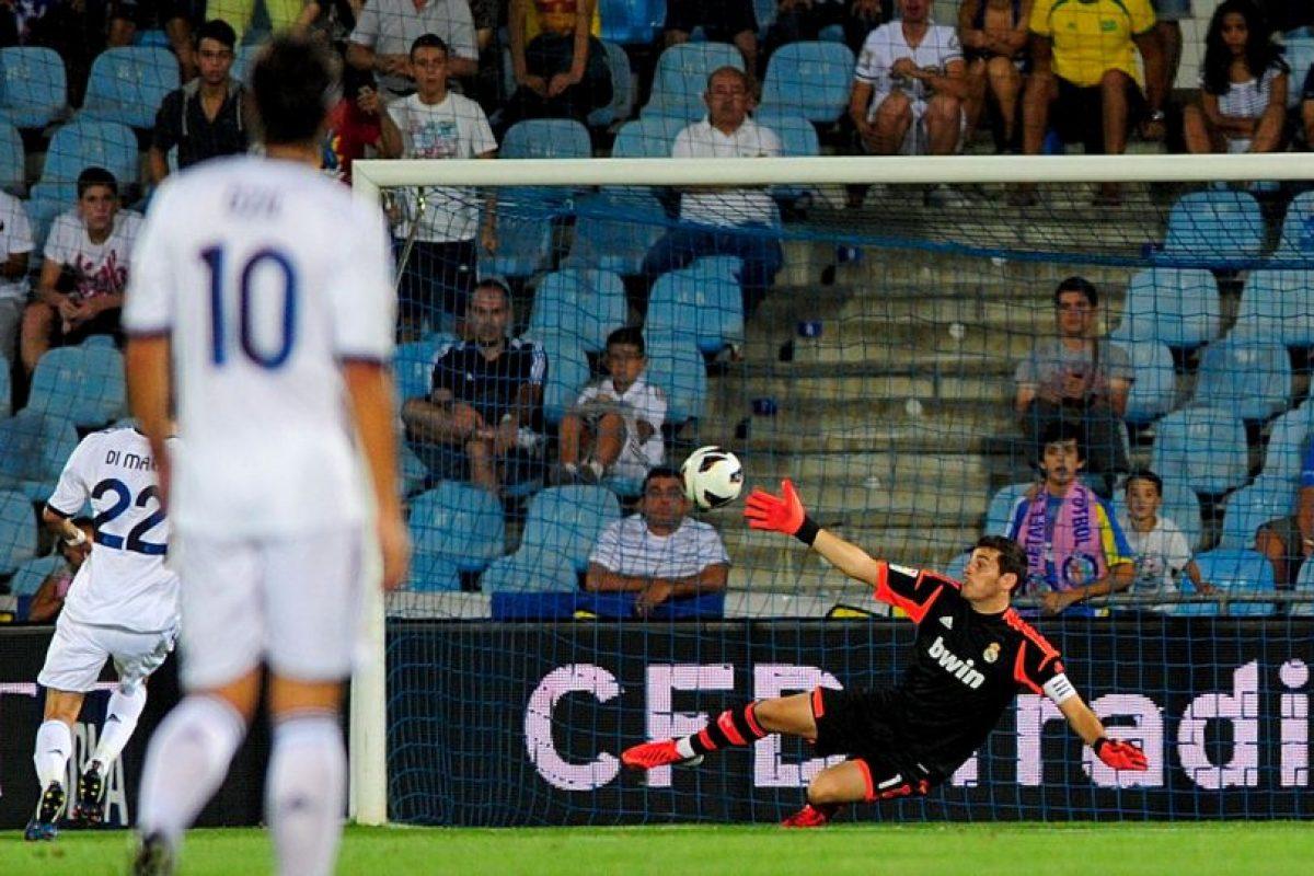 El segundo, un despeje al centro que le dejó el balón a modo a Huntelaar para rematar a gol. Foto:Getty Images. Imagen Por: