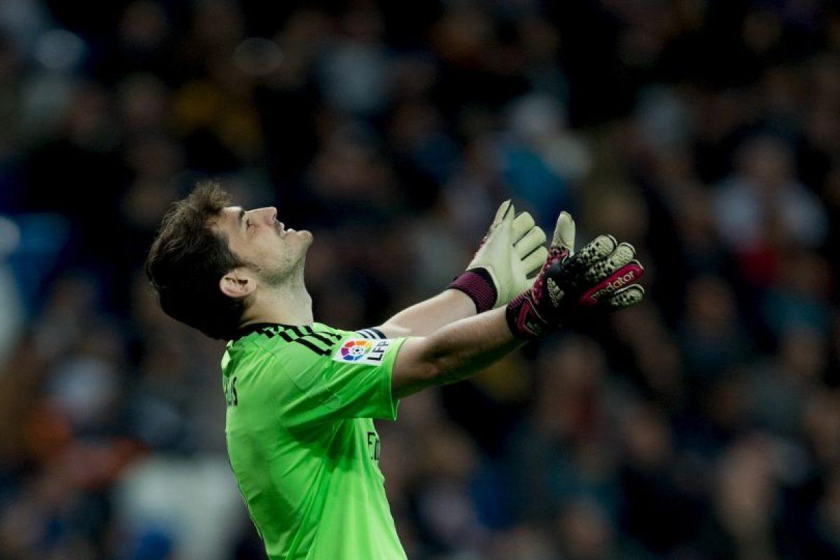 En las eliminatorias rumbo a la Eurocopa de 2016, Iker Casillas cometió un error que significó la derrota de España ante Eslovaquia. Todo porque en un tiro libre en contra, el arquero se confió de más y dejó que Kicka le anotara. Foto:Getty Images. Imagen Por: