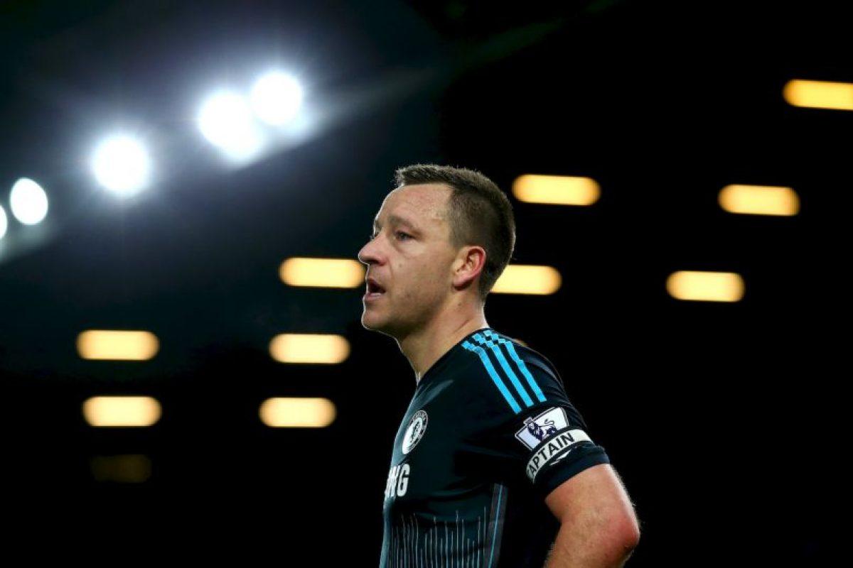 Con 34 años, John Terry es más titular del Chelsea que nunca. El defensa inglés pasa por un gran momento y es el pilar de la zaga del equipo de José Mourinho, al cual también ha aportado con goles. Foto:Getty Images. Imagen Por: