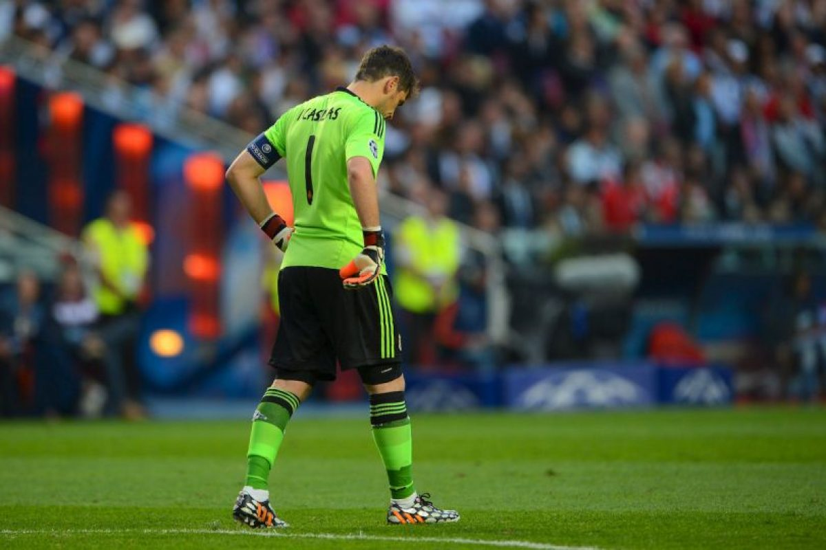 El el duelo de octavos de final ante el Schalke 04, Iker Casillas tuvo responsabilidad en los tres primeros goles de los alemanes, los cuales casi le cuestan la eliminación al conjunto merengue. Foto:Getty Images. Imagen Por: