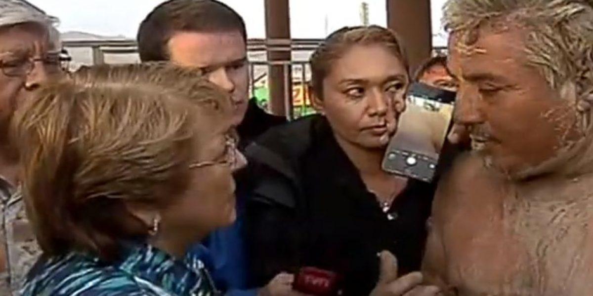 Afectados por aluvión increpan a Bachelet en su llegada a Chañaral
