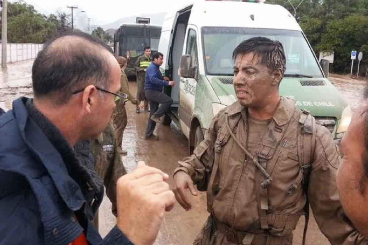 Héroes anónimos que no sólo se dedicaron a ayudar a las personas en la tragedia que afecta a las regiones de Atacama y Antofagasta, han sido constantemente destacadas a través de las redes sociales. Foto:Reproducción Twitter. Imagen Por: