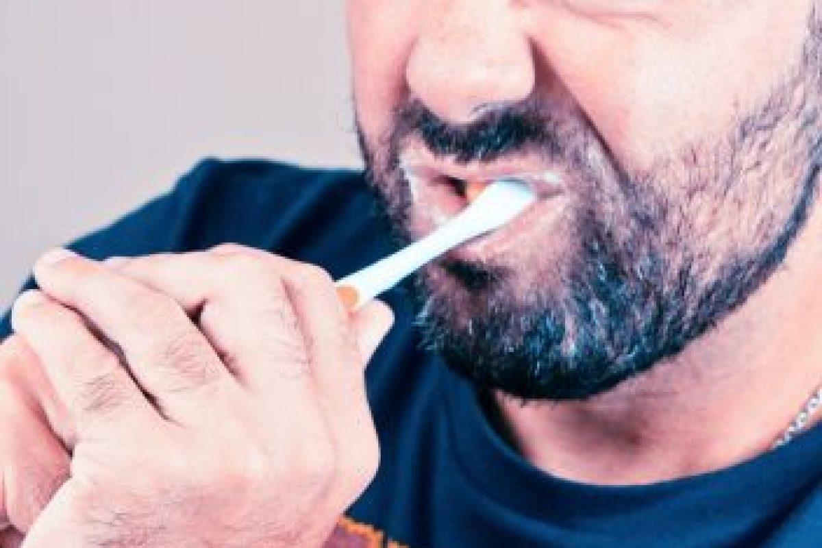 La saliva limpia ayuda a mantener a raya la placa dental a la vez que disminuye los niveles de ácido. Foto:Flickr. Imagen Por: