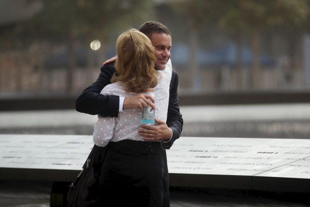 Los abrazos, científicamente comprobado, pueden utilizarse para equilibrar la temperatura del cuerpo, además que mejoran el estado de ánimo de las personas. Foto:Getty. Imagen Por: