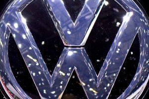 La marca Volkswagen patrocinó un experimento que muestra que el efecto en la gente al cambiar lo monótono en divertido. Prepararon una escalera en donde cada escalón era la tecla de un piano. La gente respondió de muy grata manera al jugar con el dispositivo. Foto:Getty. Imagen Por:
