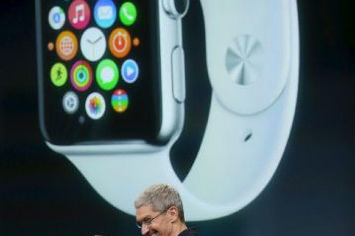Tim Cook cuando presentó el Apple Watch. Foto:Getty Images. Imagen Por: