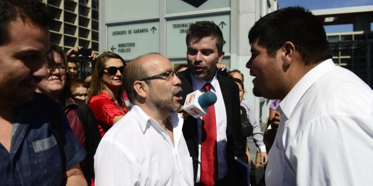 Increpan duramente a Rolando Jiménez tras nuevo round entre Movilh y seguidores de Pastor Soto