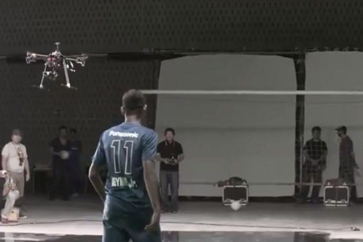 Así fue la pelea del brasileño con la aeronave no tripulada Foto:Youtube: Time4Foot. Imagen Por: