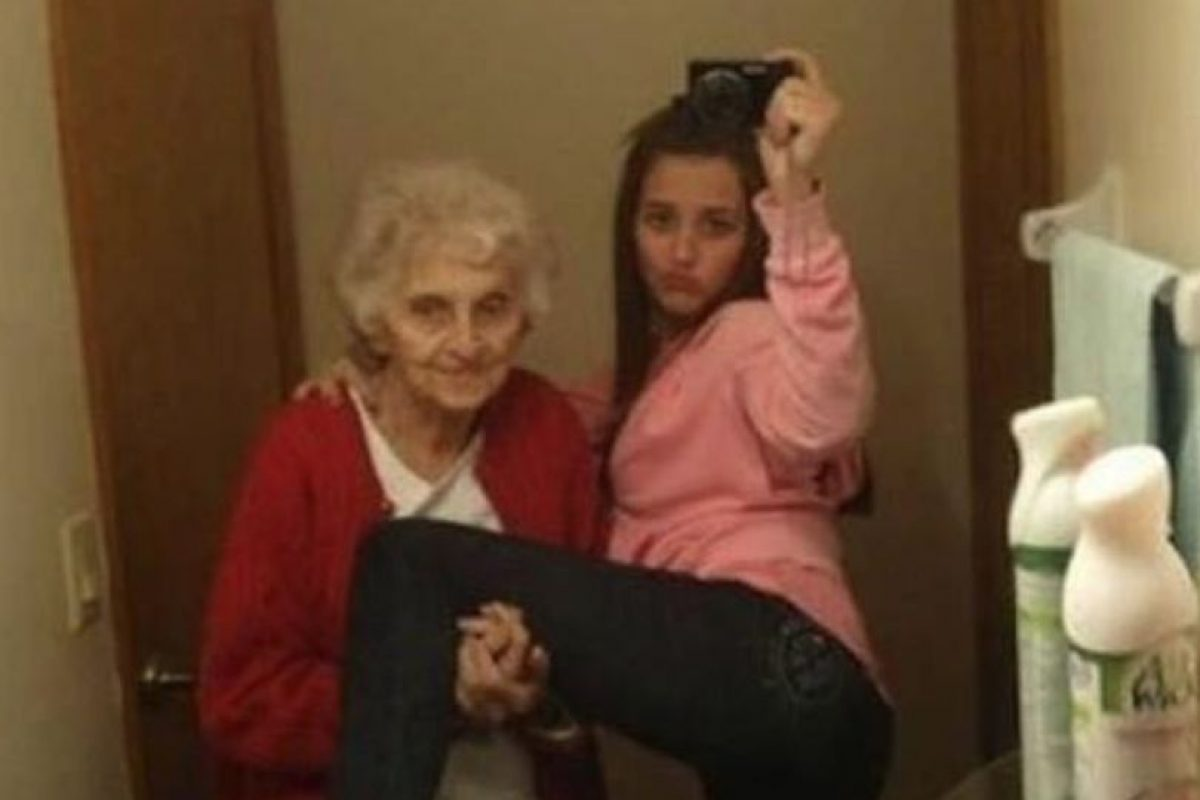 """Con la abuela para el """"feis"""" Foto:Nacadas de la Vida Real. Imagen Por:"""