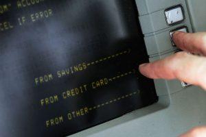 La banca electrónica evita engorrosas filas en el banco para realizar el pago de servicios. Foto:Getty Images. Imagen Por: