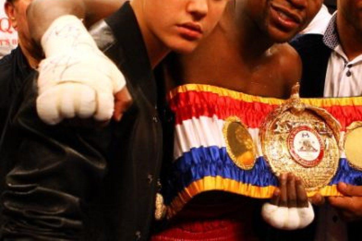 """También aprovechó la rivalidad entre """"Money"""" y Manny Pacquiao para burlarse del filipino cuando fue noqueado por el mexicano Juan Manuel Márquez. Foto:Instagram @JustinBieber. Imagen Por:"""
