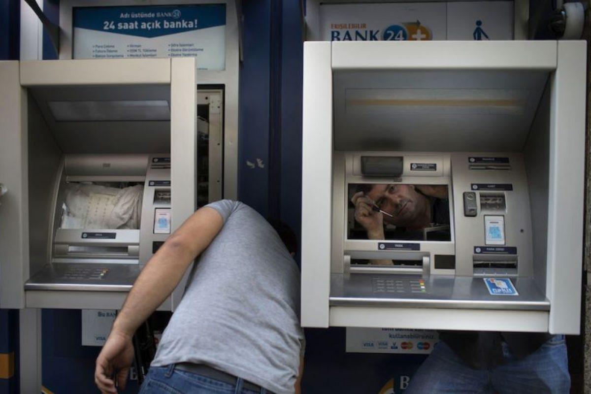 Asimismo, ahorran tiempo al poder realizar transacciones bancarias con un solo clic. Foto:Getty Images. Imagen Por: