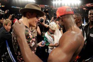 La primera vez que aparecieron juntos públicamente fue en la pelea de Mayweather contra Miguel Cotto en 2012. Foto:Getty Images. Imagen Por: