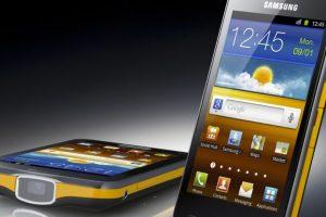 Samsung Galaxy Beam. Sobre todo el diseño y la inclusión de un proyector inútil, hicieron de este gadget un fracaso. Foto:Samsung. Imagen Por: