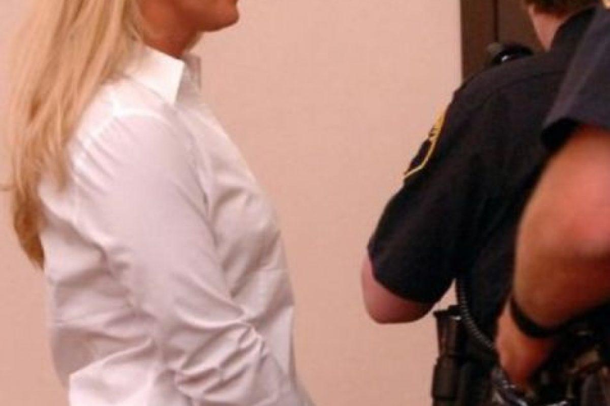 Carrie McCandle se acostó con un estudiante pero la arrestaron por posesión de drogas Foto:AP. Imagen Por: