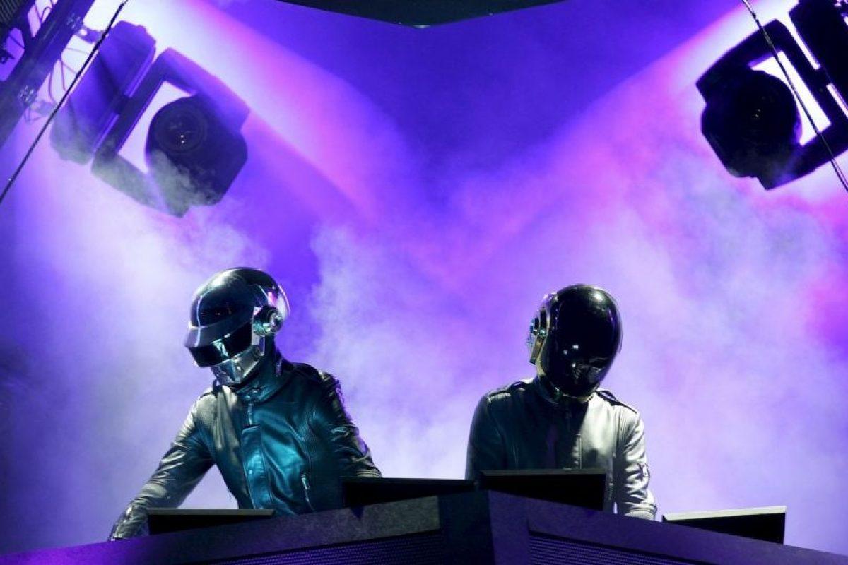 La canción más escuchada durante 24 horas seguidas es Get Lucky de Daft Punk, con un millón y medio de reproducciones. Foto:Getty. Imagen Por: