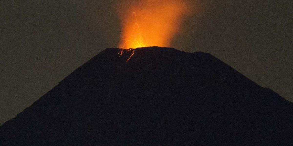 Fuerte actividad en volcán Villarrica: recomiendan restricción de 5 kilómetros en torno al cráter