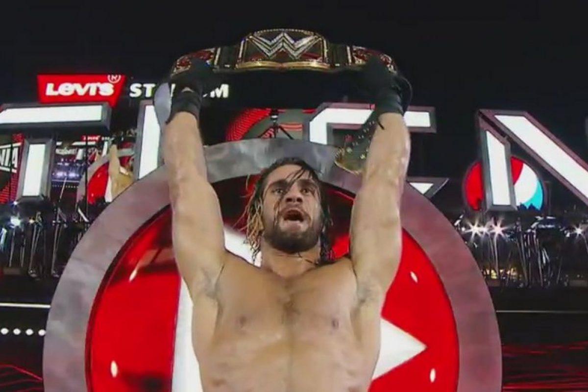 Pisó la cara de Roman Reigns y se hizo con el cinturón. Foto:WWE. Imagen Por: