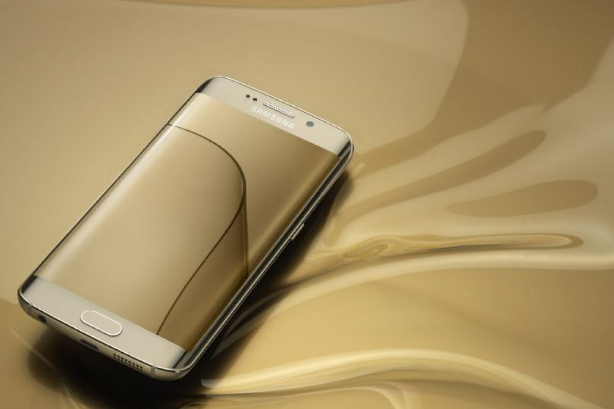 Su pantalla es Super AMOLED de 5.1 pulgadas con resolución de 1440 *2560 pixeles (577 ppi). Foto:Samsung. Imagen Por: