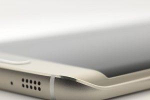 Se distingue por su pantalla curvada a la derecha e izquierda. Foto:Samsung. Imagen Por: