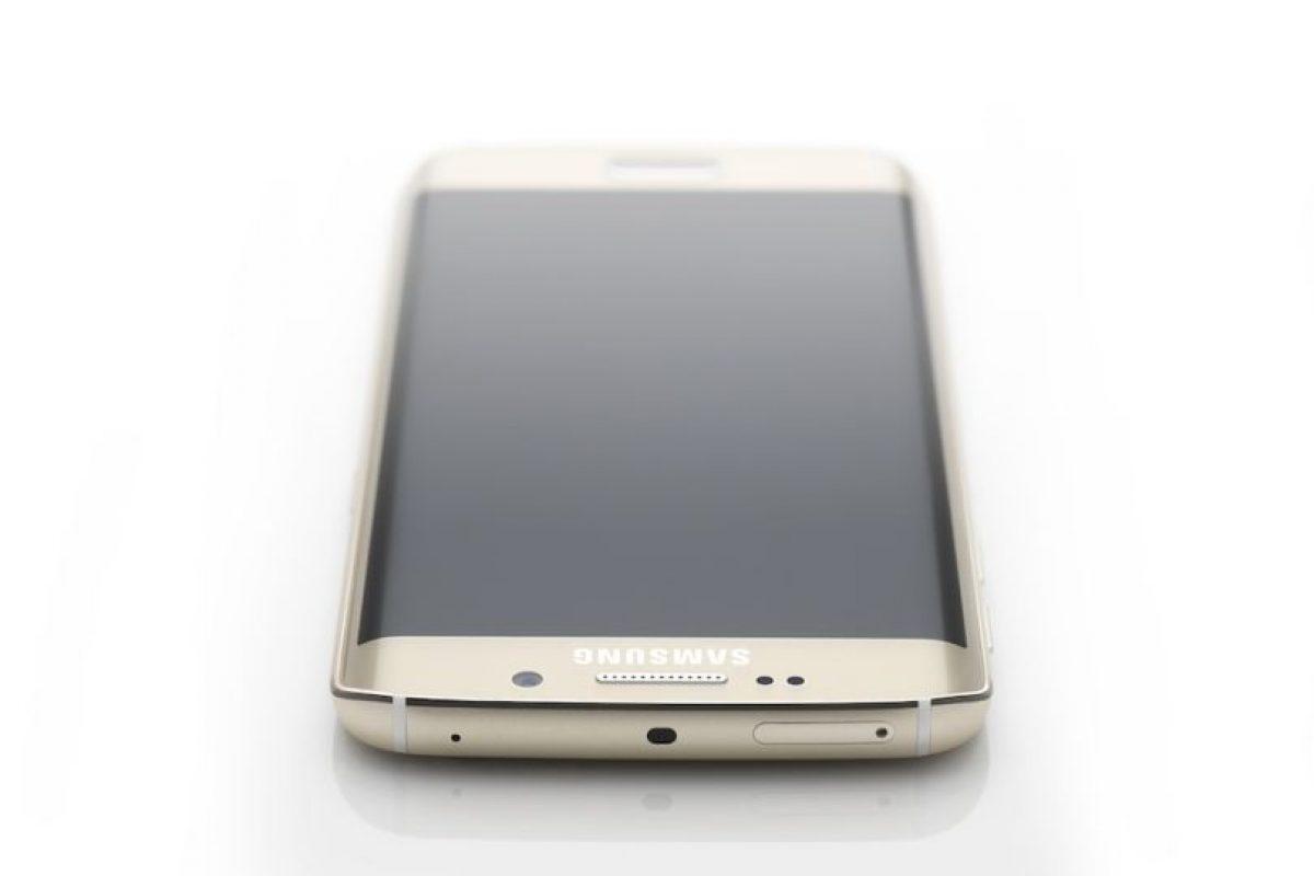 Su batería es de 2.600 mAh Foto:Samsung. Imagen Por: