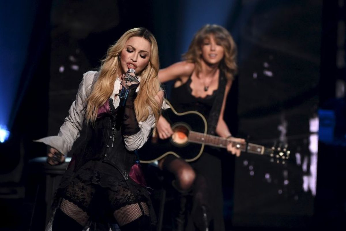 Canción incluida en el nuevo material discográfico de la Reina del pop. Foto:Getty. Imagen Por:
