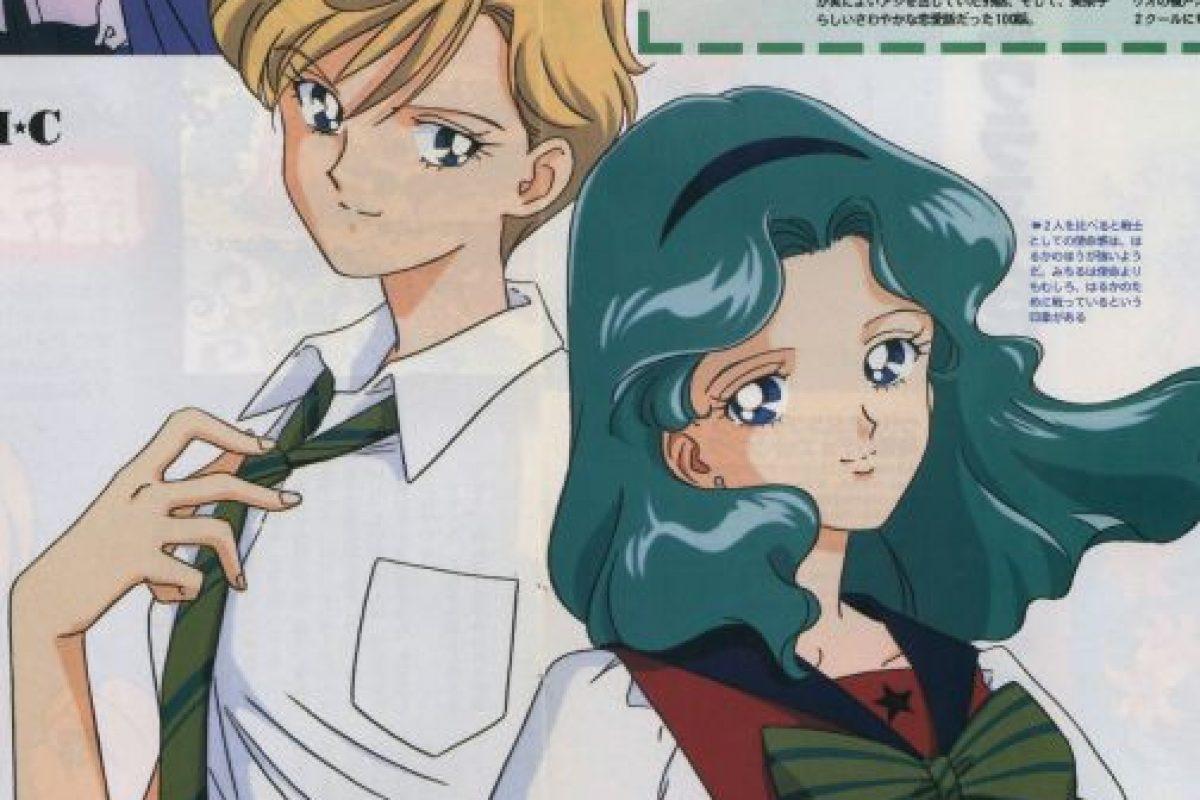 Aunque se ha discutido desde los 90 la naturaleza de la relación entre Haruka y Michiru (se sostiene que es una de las parejas abiertamente gay de la animación japonesa), otros dudan de esta teoría. Foto:Toei. Imagen Por: