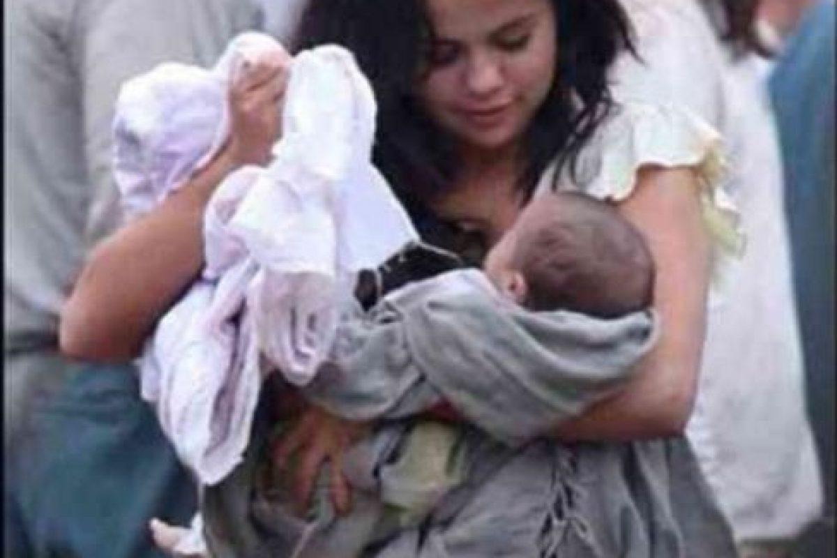 """Selena Gomez cargando a un bebé que aparece en la película """"En lucha incierta"""" Foto:Instagram James Franco. Imagen Por:"""