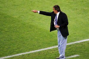 El técnico argentino utilizaba corbatas de dragones en su etapa como timonel de la Selección de México Foto:Getty Images. Imagen Por: