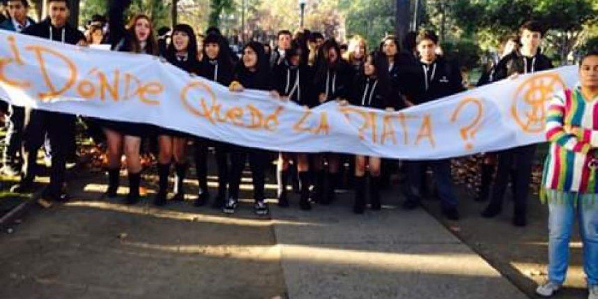 Estudiantes del Liceo Bicentenario de San Bernardo protestan por falta de salas y millonarias irregularidades