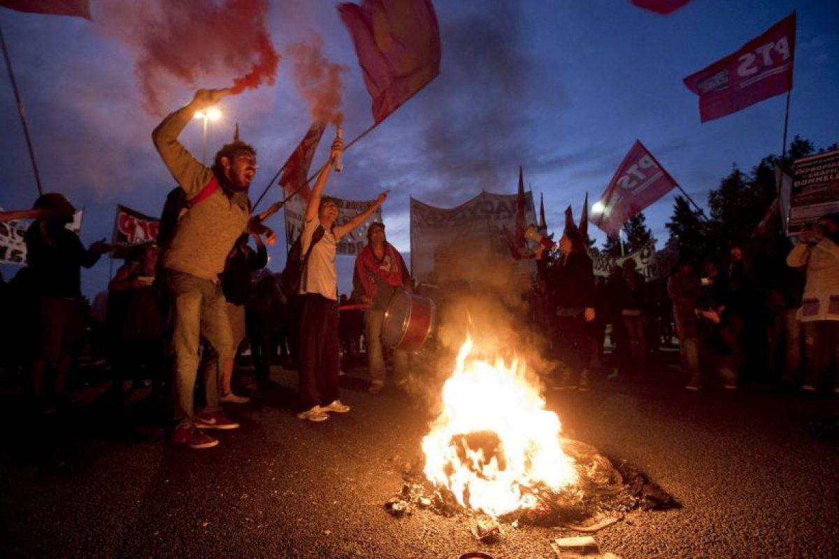 Manifestantes bloquean carreteras de Buenos Aires. Foto:AP. Imagen Por: