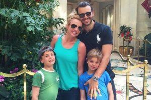 La cantante está de vacaciones en Hawai, en compañía de sus hijos y de su pareja: Charlie Ebersol. Foto:Instagram Britney Spears. Imagen Por: