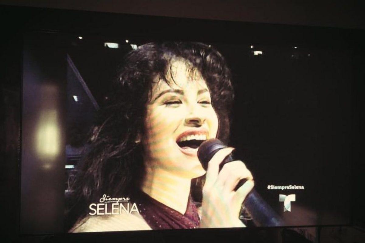 7.- En su biografía, Jennifer López reveló que este papel la inspiró a participar en el mundo de la música. Foto:Facebook/Selena. Imagen Por: