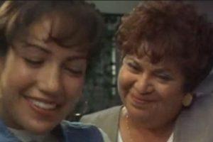 15.- Lupe Ontiveros tenía 54 años cuando interpretó a Yolanda Saldivar de 34 años. Foto:YouTube. Imagen Por: