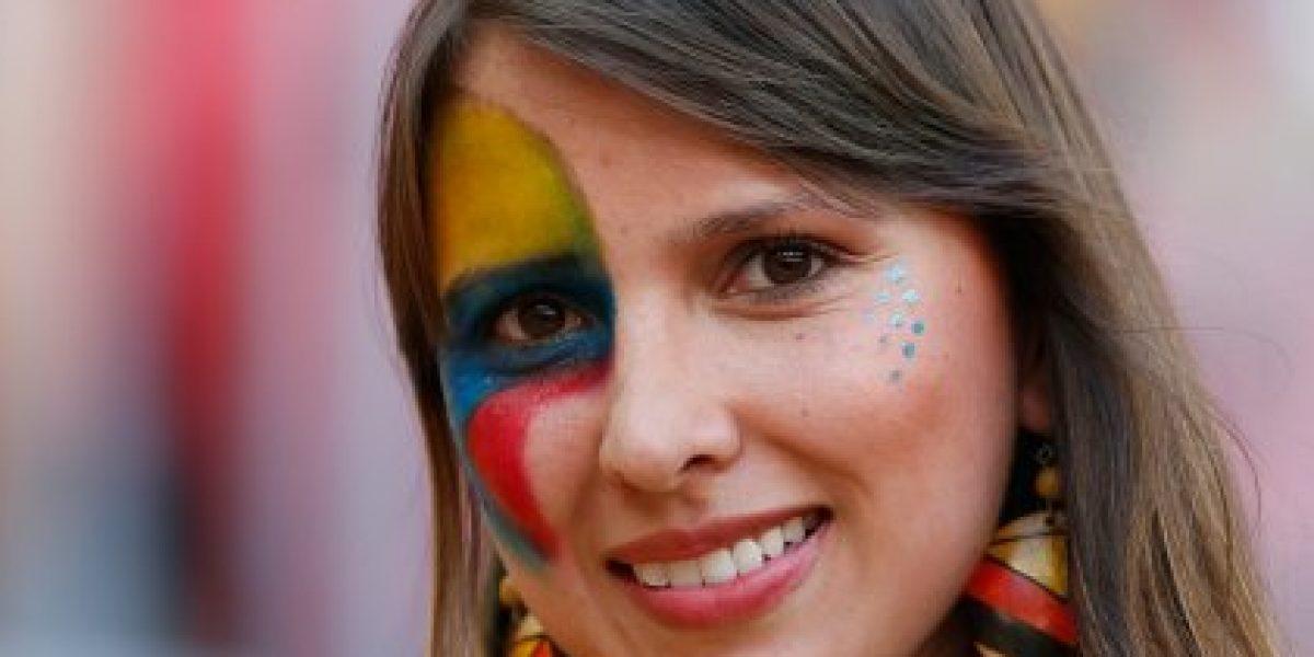 VIDEO: La singular reacción de futbolista colombiano por tres hinchas en las gradas