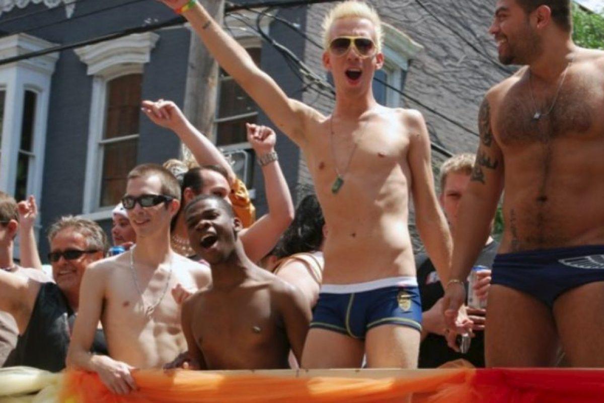 Russell dijo que los adolescentes LGBT constantemente son aconsejados por los adultos a no mostrar su orientación sexual o de género para evitar que sean dañados, pero la nueva investigación sugiere que este no resulta ser el mejor consejo. Foto:Getty Images. Imagen Por:
