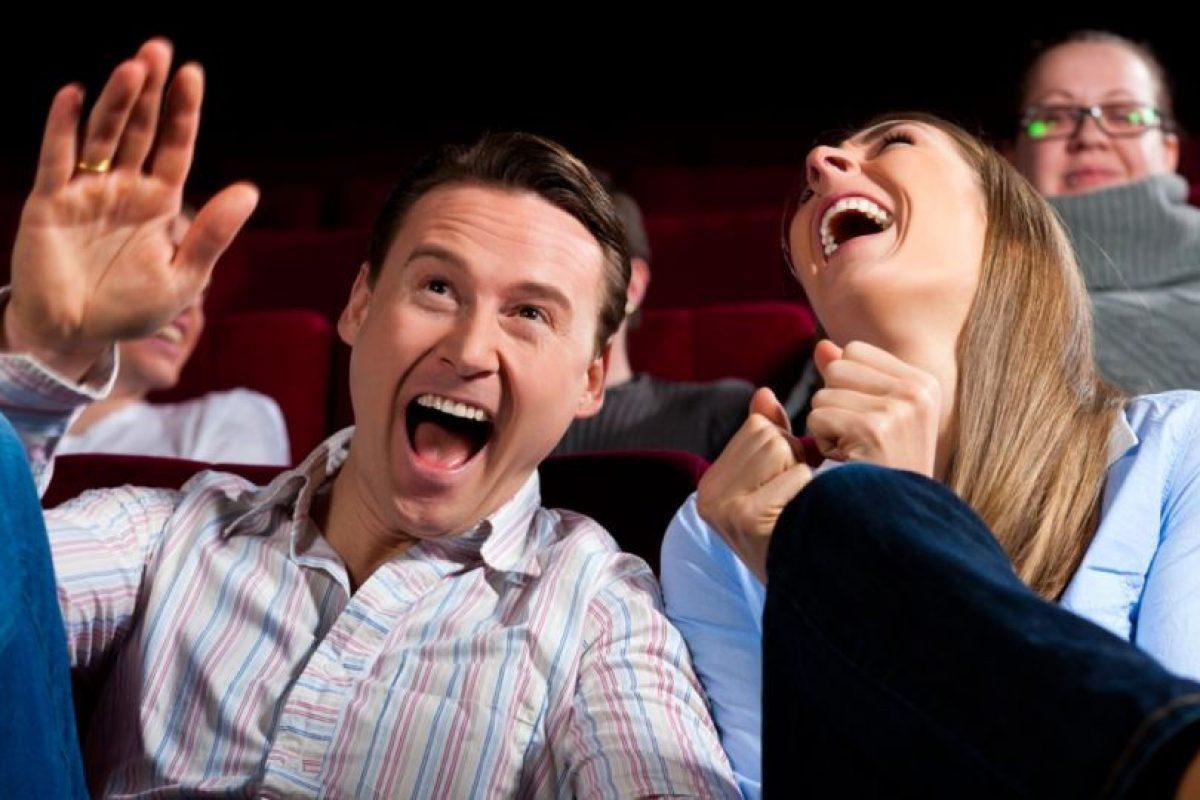 8. Reírte sumamente fuerte en una película de comedia para que los demás se den cuenta de que te estás divirtiendo, compartió el sitio Esquirelat. Foto:Pinterest. Imagen Por: