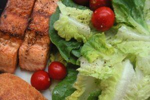 11. Pedir algo ligero en el almuerzo mientras estás con tus amigos y comer como si no hubiera mañana cuando estás solo, expuso PlayGround Foto:Wikimedia. Imagen Por: