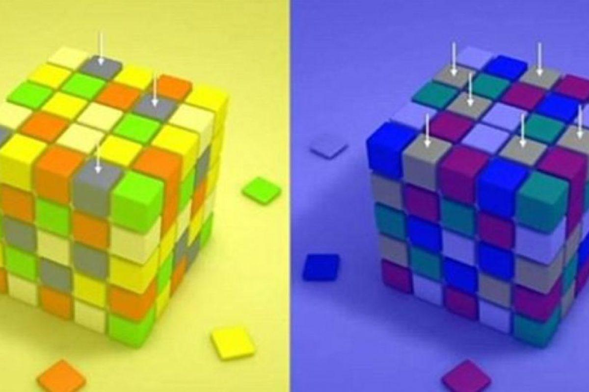 Esto hace que no podamos ver la realidad tal y como es. Esto sucede debido a lo que rodea la imagen, que hace que el cerebro decodifique la información en estos dos colores. En este cubo Rubik, los cuadros señalados son del mismo tono. Foto:Facebook. Imagen Por:
