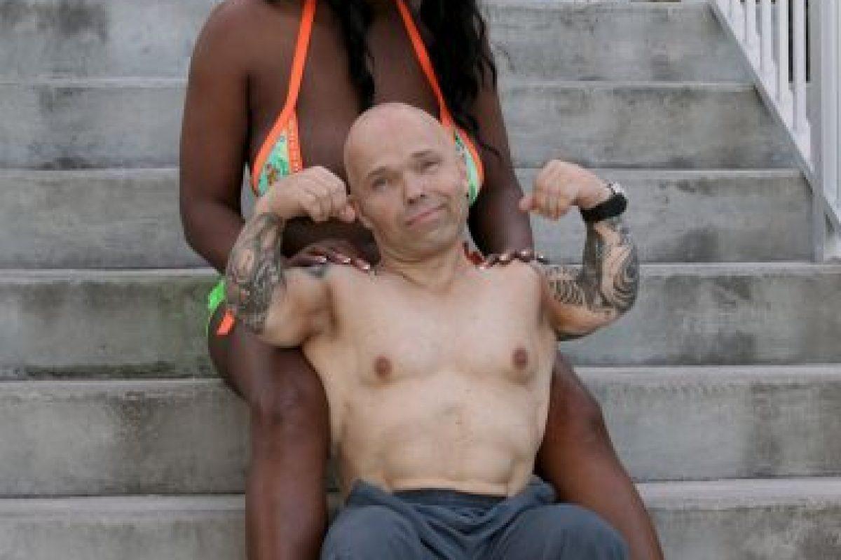 Su novia es China Bell, una alta culturista que es transexual. Kraft admira de ella su habilidad para las pesas. Foto:Barcroft Media. Imagen Por: