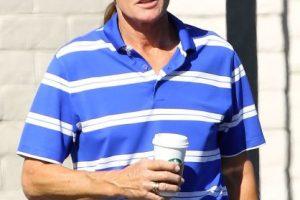En algunas fotografías, Bruce aparece con el cabello largo Foto:Grosby Group. Imagen Por: