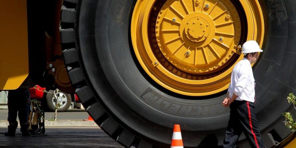 Conductor de camión minero murió al volcar su vehículo