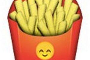 Podrían parecer unas papas fritas normales, pero en el empaque tiene un emoji de un rostro que simboliza felicidad. Foto:emojipedia.org. Imagen Por: