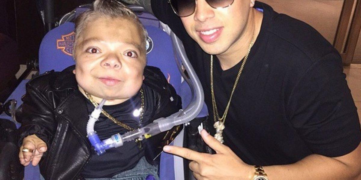 Daddy Yankee conoció a un fan muy famoso y cantó con él